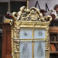 Antigüedades: GRAN FAROL - LÁMPARA DE TECHO DE BRONCE CON CRISTALES TALLADOS - MODERNISTA. Lote 174405235