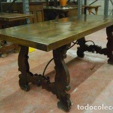 Antigüedades: MESA CON PATAS DE LIRA Y TIRANTES DE FORJA. Lote 174405247