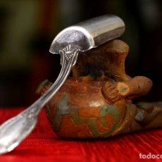 Antigüedades: CUCHARITA PARA AZUCARERO PLATA MACIZA. Lote 174426557