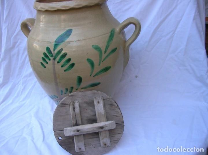 Antigüedades: Orza .Matanza . años 40 / 50 .Ceramica Lucena . Alt .44 cm .Boca 22 cm. Tapa madera . nuevas fotos - Foto 2 - 71170025