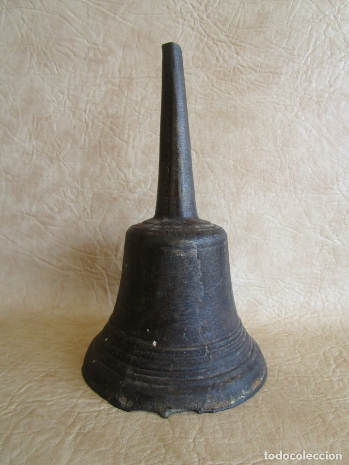 ANTIGUA CAMPANA DE MANO MUY PESADA 22 CM (Antigüedades - Hogar y Decoración - Campanas Antiguas)