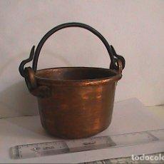 Antigüedades: EXCELENTE Y PEQUEÑO CALDERO EN COBRE CON ASAS EN HIERRO FORJADO.. Lote 174456437