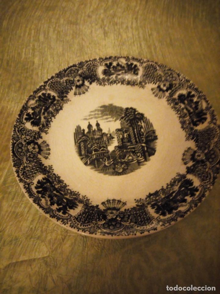 ANTIGUA FUENTE REDONDA PICKMAN S.A. SEVILLA CARTUJA,DECORACIÓN EN NEGRO. (Antigüedades - Porcelanas y Cerámicas - La Cartuja Pickman)