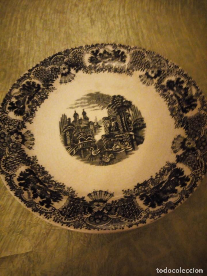 Antigüedades: Antigua fuente redonda pickman s.a. sevilla cartuja,decoración en negro. - Foto 2 - 174458663
