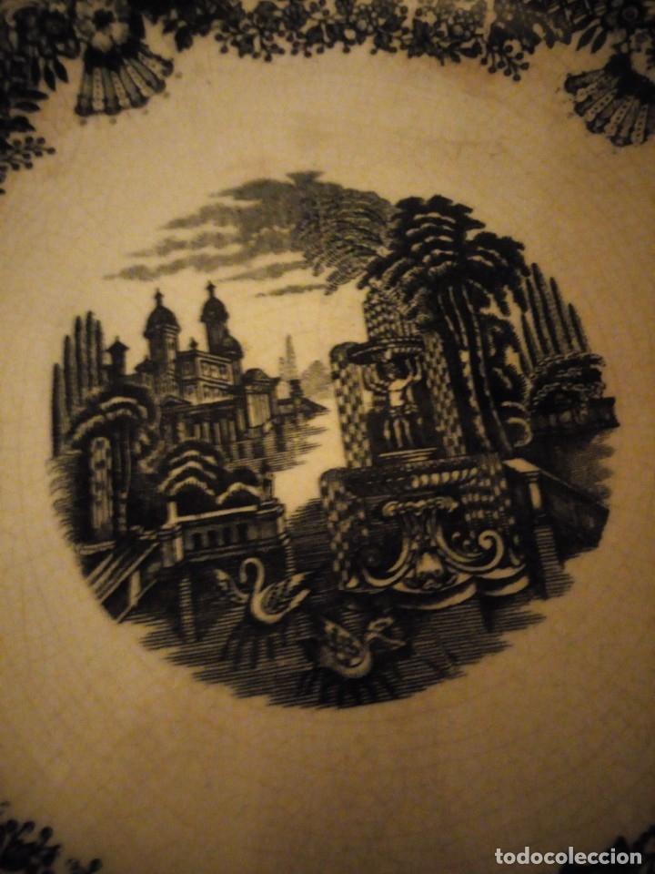Antigüedades: Antigua fuente redonda pickman s.a. sevilla cartuja,decoración en negro. - Foto 3 - 174458663