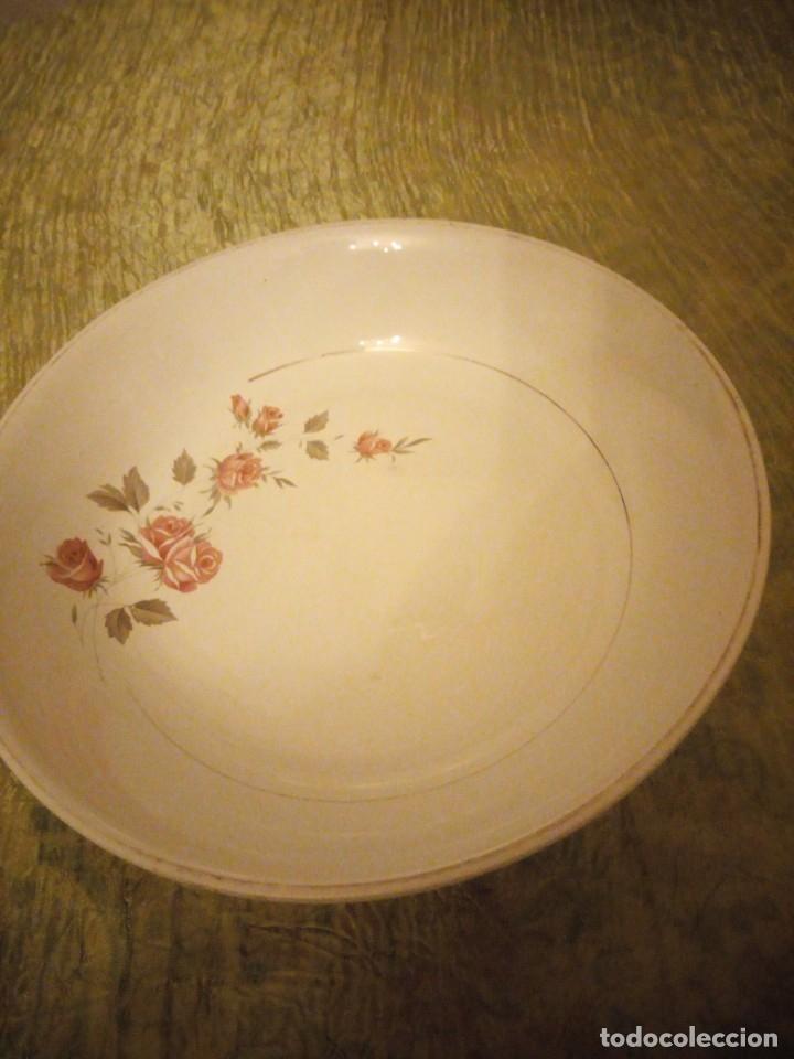 Antigüedades: Antigua ensaladera de cerámica la cartuja pickman,decoración rosas. - Foto 3 - 174458882