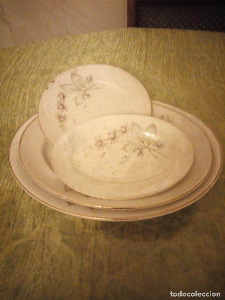 Antigüedades: Lote de 3 fuentes y 1 plato de cerámica la cartuja pickman,motivo floral,siglo xix - Foto 2 - 174459229