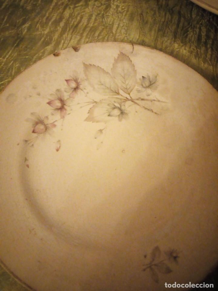 Antigüedades: Lote de 3 fuentes y 1 plato de cerámica la cartuja pickman,motivo floral,siglo xix - Foto 4 - 174459229
