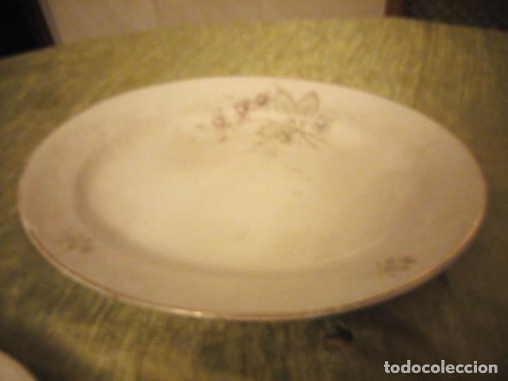 Antigüedades: Lote de 3 fuentes y 1 plato de cerámica la cartuja pickman,motivo floral,siglo xix - Foto 8 - 174459229