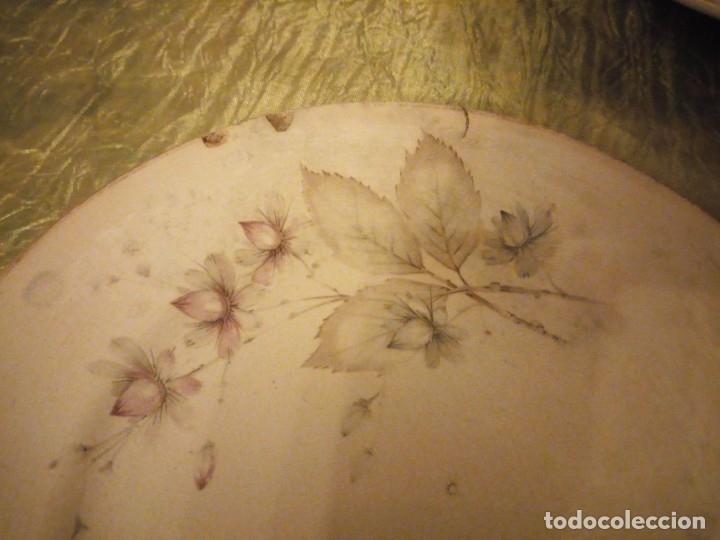 Antigüedades: Lote de 3 fuentes y 1 plato de cerámica la cartuja pickman,motivo floral,siglo xix - Foto 9 - 174459229