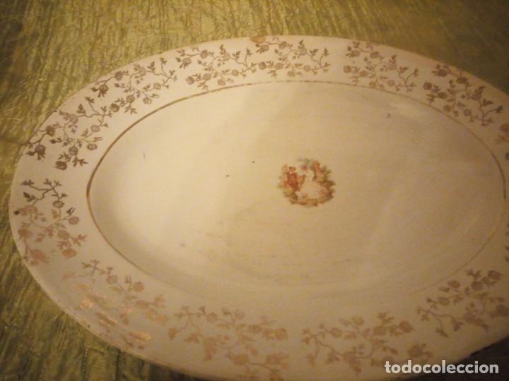 Antigüedades: Antigua fuente de cerámica la cartuja pickman,motivo pareja romántica,bordes con oro,SIGLO XIX - Foto 4 - 174459458