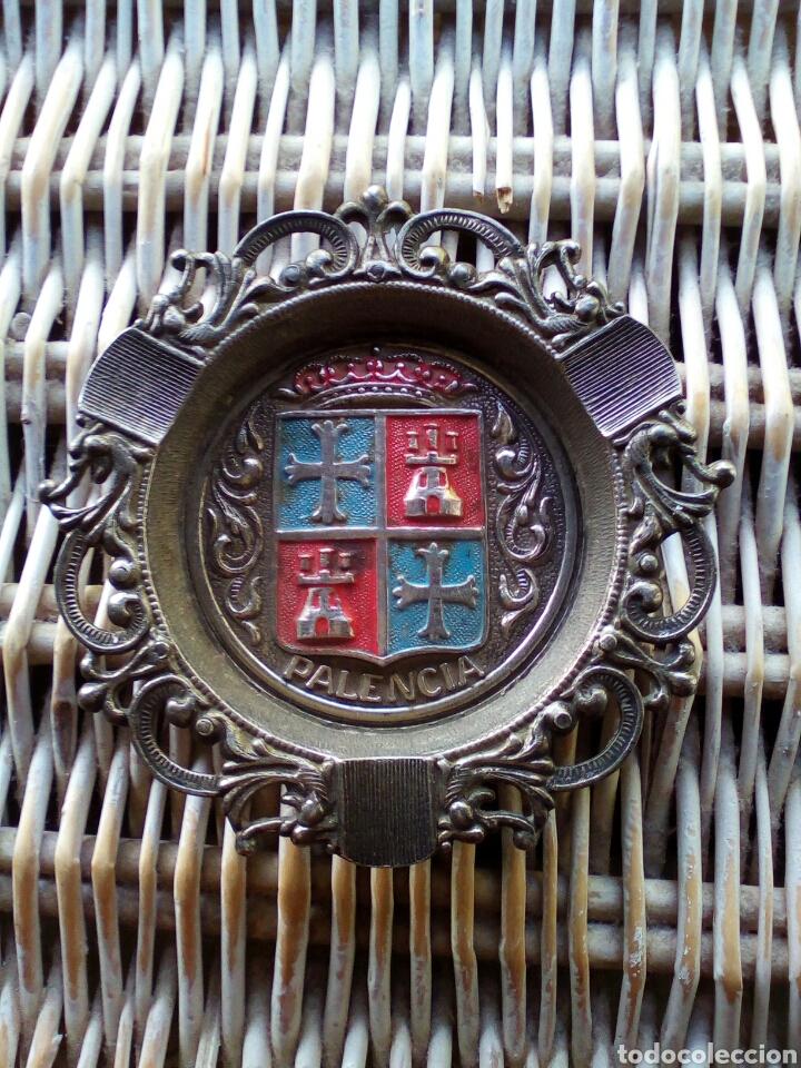ANTIGUO CENICERO DE METAL RECUERDO DE PALENCIA (Antigüedades - Hogar y Decoración - Ceniceros Antiguos)