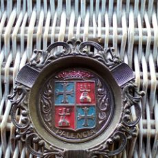 Antigüedades: ANTIGUO CENICERO DE METAL RECUERDO DE PALENCIA. Lote 174465989