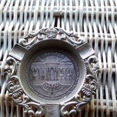 Antigüedades: ANTIGUO CENICERO DE METAL RECUERDO DE GRANADA. Lote 174466429