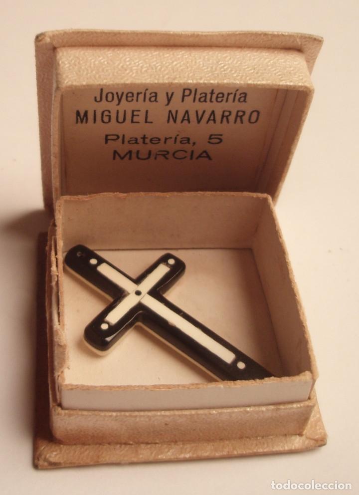 Antigüedades: CRUZ DE BAQUELITA. BLANCO Y NEGRO. POSITIVO Y NEGATIVO. CON SU CAJA, JOYERIA MIGUEL NAVARRO, MURCIA. - Foto 4 - 45534431