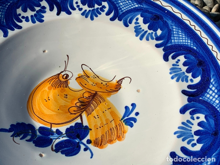 Antigüedades: Precioso plato de ceramica Puente del Arzobispo. Firmado. 25,5 cms diametro - Foto 3 - 174479914