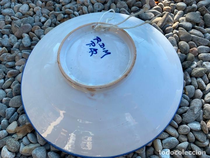 Antigüedades: Precioso plato de ceramica Puente del Arzobispo. Firmado. 25,5 cms diametro - Foto 6 - 174479914
