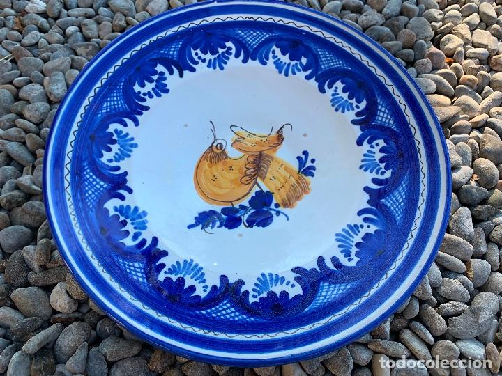 PRECIOSO PLATO DE CERAMICA PUENTE DEL ARZOBISPO. FIRMADO. 25,5 CMS DIAMETRO (Antigüedades - Porcelanas y Cerámicas - Puente del Arzobispo )