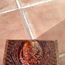 Antigüedades: COFRE DE MADERA REPUJADA. Lote 174514689