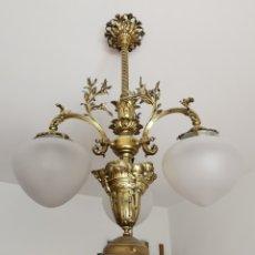 Antigüedades: LAMPARA DE TECHO MODERNISTA BRONCE Y TULIPAS DE CRISTAL. Lote 174514715
