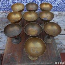 Antigüedades: DIEZ COPAS DE LATON RIGIDO ANTIGUAS PARA VITRINA O CHAMPAN, ETC.... Lote 174518068