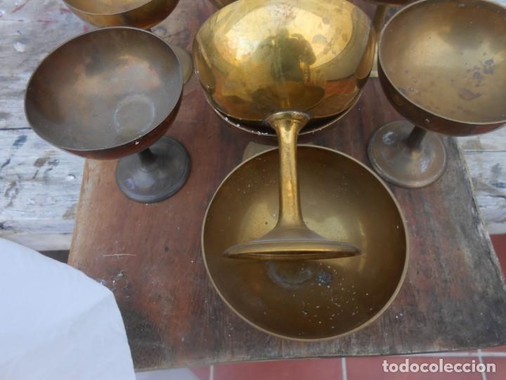 Antigüedades: DIEZ COPAS DE LATON RIGIDO ANTIGUAS PARA VITRINA O CHAMPAN, ETC... - Foto 2 - 174518068