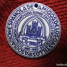 Antigüedades: MEDALLON SARGADELOS 'ASOCIACION ESPAÑOLA DE AMIGOS DE LOS CASTILLOS' II CONGRESO HISPANO LUSO 1985 +. Lote 174556233