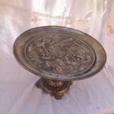 Antigüedades: CENTRO DE METAL. Lote 174571725