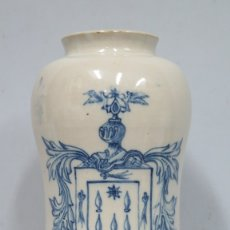 Antigüedades: ANTIGUO ALBARELO DE CERAMICA CON ESCUDO DE HIDALGO. TALAVERA. PPIOS. SIGLO XX. Lote 174573553