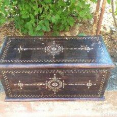 Antigüedades: ARCA CON INCRUSTACIONES DE NACAR. Lote 174573740