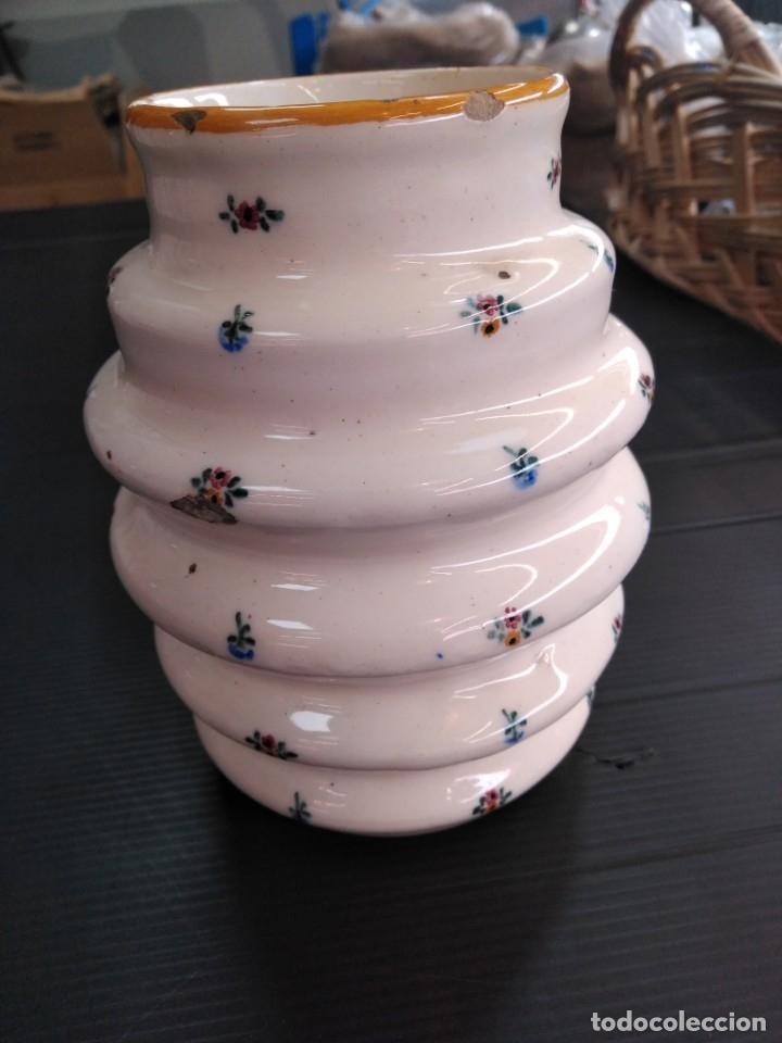 Antigüedades: Alcora, jarrón seríe el ramito siglo XIX - Foto 2 - 174611872