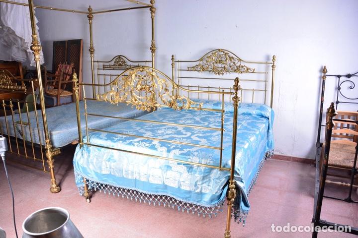 Antigüedades: Importante cama completa antigua de 150 cm de bronce decorado con ciervos, repujado y cincelado - Foto 5 - 174627264