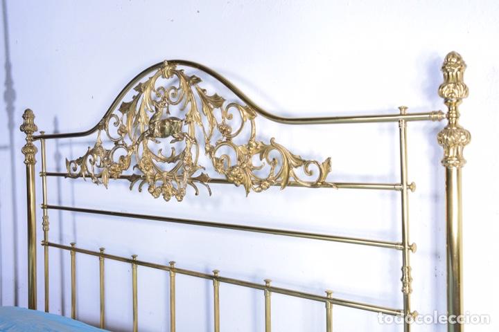 Antigüedades: Importante cama completa antigua de 150 cm de bronce decorado con ciervos, repujado y cincelado - Foto 6 - 174627264