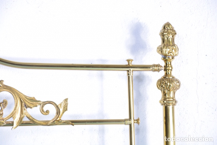 Antigüedades: Importante cama completa antigua de 150 cm de bronce decorado con ciervos, repujado y cincelado - Foto 9 - 174627264