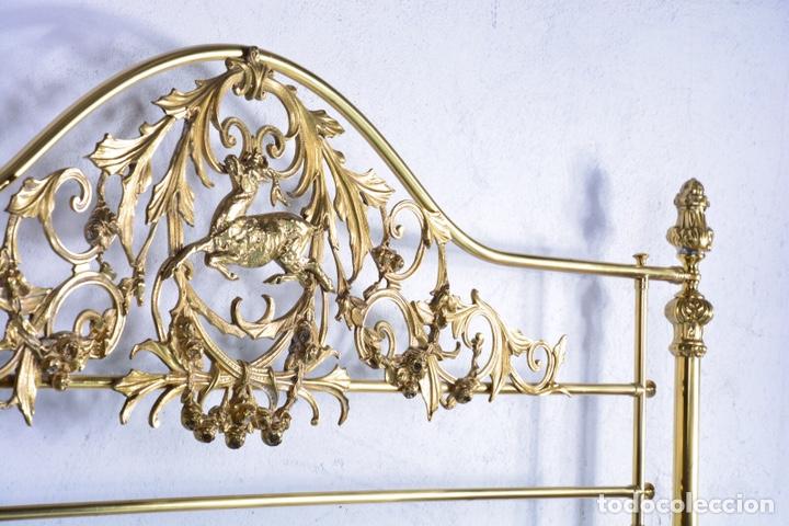 Antigüedades: Importante cama completa antigua de 150 cm de bronce decorado con ciervos, repujado y cincelado - Foto 18 - 174627264