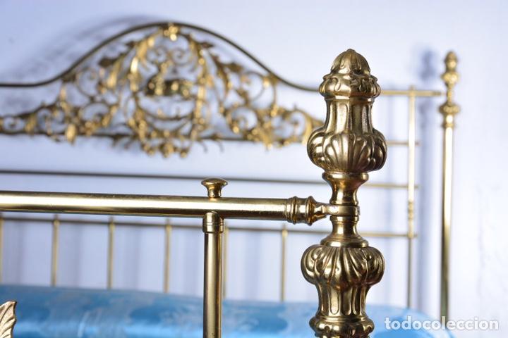 Antigüedades: Importante cama completa antigua de 150 cm de bronce decorado con ciervos, repujado y cincelado - Foto 19 - 174627264