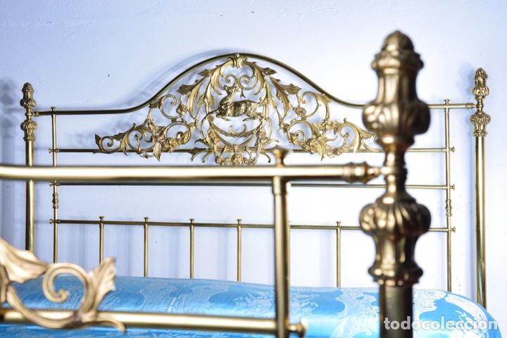 Antigüedades: Importante cama completa antigua de 150 cm de bronce decorado con ciervos, repujado y cincelado - Foto 20 - 174627264