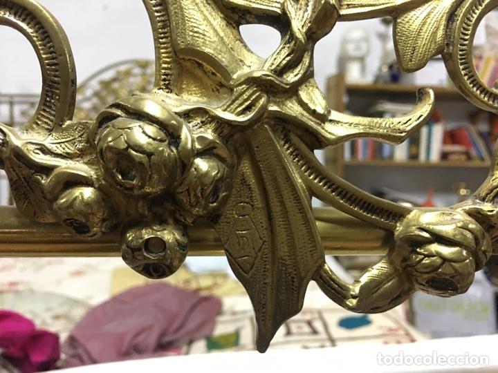 Antigüedades: Importante cama completa antigua de 150 cm de bronce decorado con ciervos, repujado y cincelado - Foto 21 - 174627264