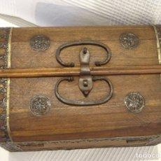 Antigüedades: MIDE 30 CMTS. BAUL O COFRE, ESTILO MEDIEVAL.CAJA.ARCA. Lote 174631279