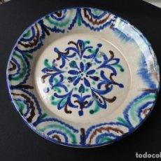 Antigüedades: ALFARERÍA ANDALUZA: PLATO TRICOLOR FAJALAUZA (GRANADA). Lote 174943543