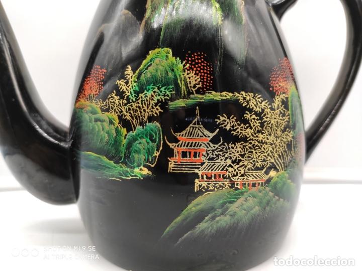 Antigüedades: Tetera antigua japonesa en madera lacada con bellos motivos orientales pintados a mano . - Foto 6 - 174953493