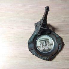 Antigüedades: ANTIGUO CENICERO METALICO CON TORRE EIFFEL. Lote 174954673