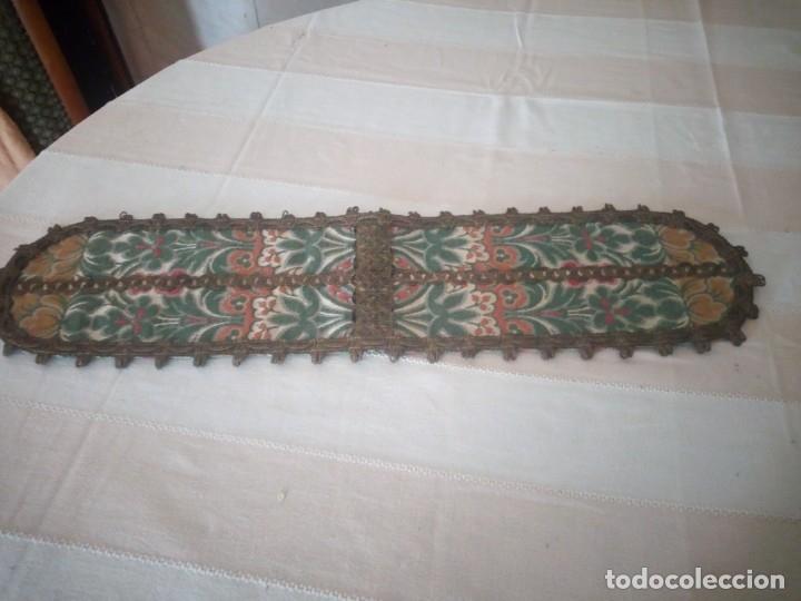 ANTIGUO TAPETE FLORAL CON PUNTILLA METÁLICA,AÑOS 20 (Antigüedades - Hogar y Decoración - Tapetes Antiguos)