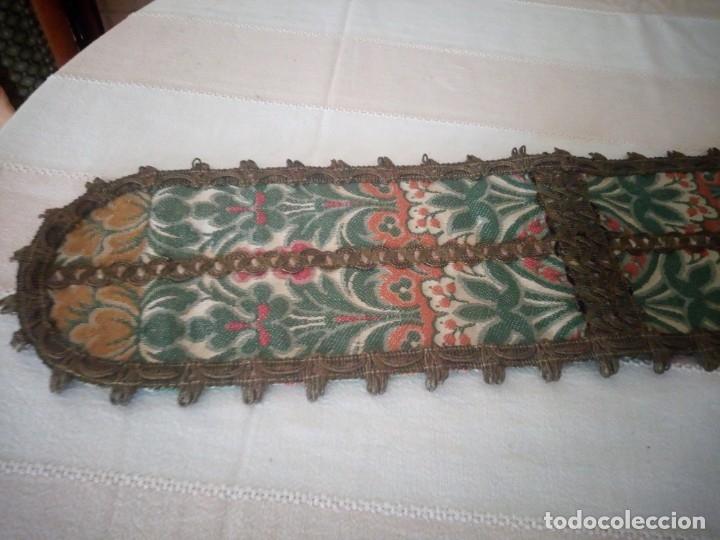 Antigüedades: Antiguo tapete floral con puntilla metálica,años 20 - Foto 2 - 174981005