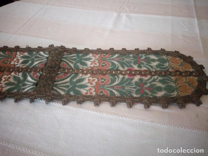 Antigüedades: Antiguo tapete floral con puntilla metálica,años 20 - Foto 3 - 174981005
