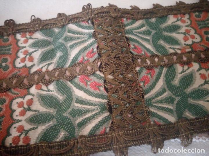 Antigüedades: Antiguo tapete floral con puntilla metálica,años 20 - Foto 5 - 174981005