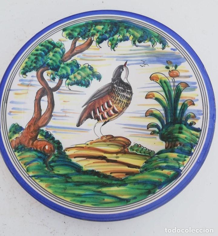 PLATO ANTIGUO DE PUENTE DEL ARZOBISPO DE 29 CMS. DE DIAMETRO (Antigüedades - Porcelanas y Cerámicas - Puente del Arzobispo )