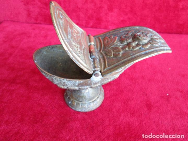 Antigüedades: NAVETA DOS TAPAS ANTIGUA DE BRONCE PARA INCIENSO LABRADA Y MUY BIEN CONSERVADA AÑOS 40-50 - Foto 5 - 175000729