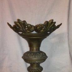 Antigüedades: GRAN CANDELABRO DE IGLESIA. FINALES DE SIGLO.. Lote 175013009