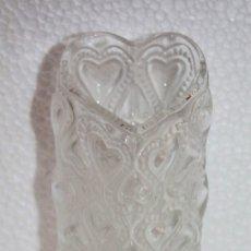 Antigüedades: JARRÓN EN CRISTAL FIRMADO LALIQUE FRANCE AMOUR LOVE CON CORAZONES AMOR FRANCIA. Lote 175040814